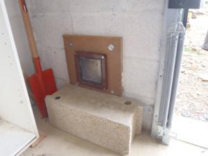 installer une chati re dans une porte en bois khenghua. Black Bedroom Furniture Sets. Home Design Ideas